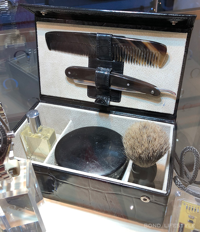 Grooming Set SkyFall James Bond shaving kit omega store display prop