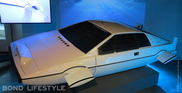 Bond In Motion Lotus Esprit