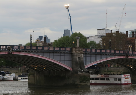 light rig thames river spectre filming london lambeth