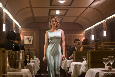 Léa Seydoux SPECTRE train ghost dress