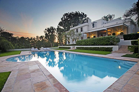 Tom Ford Buys Albert R Broccoli S Former Beverly Hills Home Bond Lifestyle