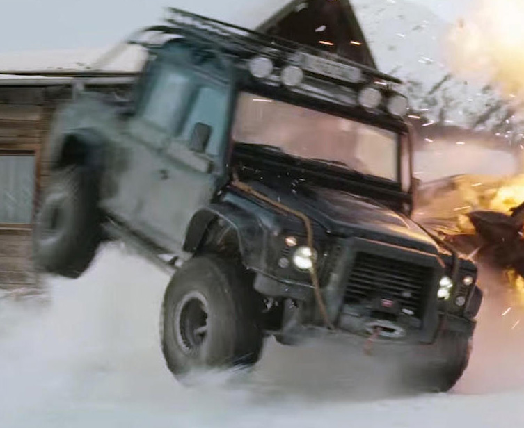 Land Rover Defender SPECTRE action roll