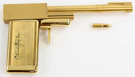 SD Studios Golden Gun with Christopher Lee signature autograph