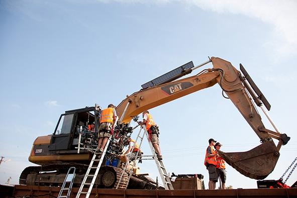 Caterpillar 320d L Hydraulic Excavator Bond Lifestyle