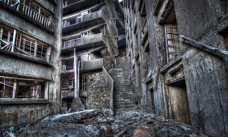 tr024-nagasaki-hashima-stairway-to-hell.