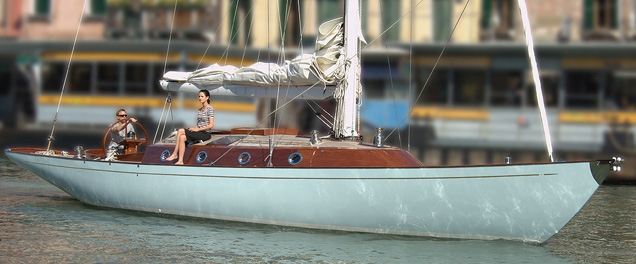 Bond and Vesper sailing into Venice with a Spirit 54 yacht in Casino Royale