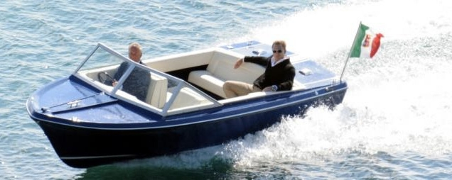 Bond and Sunseeker's managing director Robert Braithwaite CBE in the Sunseeker Sovereign 17