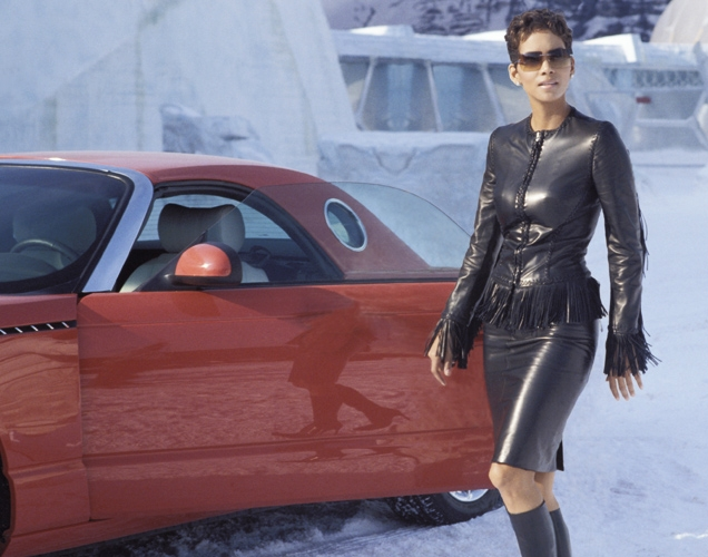 Jinx arrives with her Ford Thunderbird wearing a Versace jacket, leather skirt and Gina boots