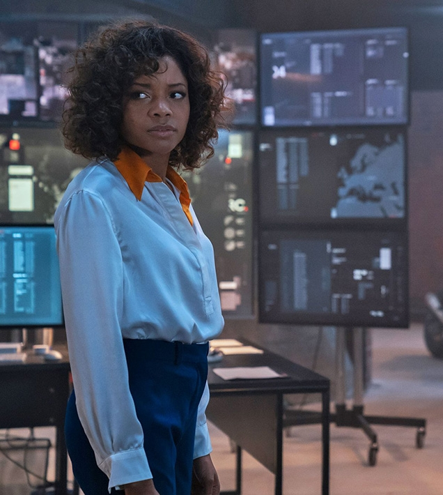 Eve Moneypenny (Naomie Harris) wears a white Equipment Margery Washed Silk-blend shirt in No Time To Die.