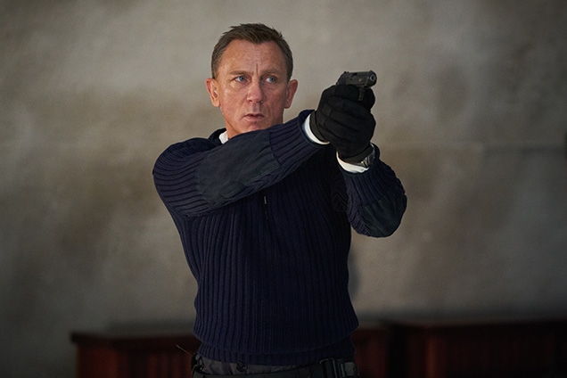 Daniel Craig as James Bond wearing the Mil-Tec gloves as part of his commando outfit