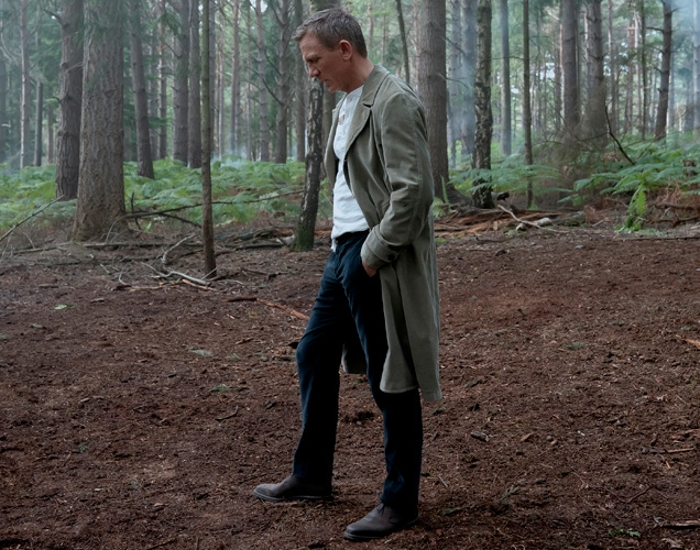 Daniel Craig as James Bond in Norway, wearing Massimo Alba trousers and Duster Coat.