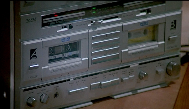 Close up of the Philips D8734 Boombox in A View To A Kill