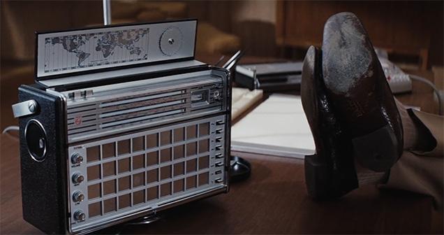 Blofeld listens to a Philips L6X38 T Transworld de Luxe Antoinette radio