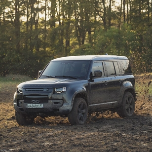 New Land Rover Defender in No Time To Die