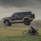 Land Rover New Defender James Bond advertisement